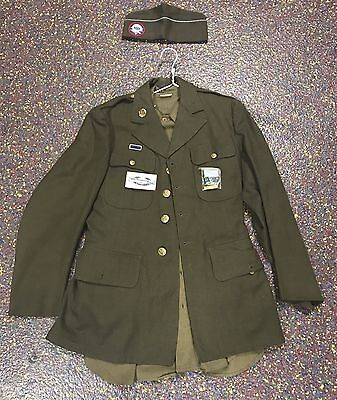 US Military WWII Uniform With Airborne Beret And Airborne Screaming Eagle Patch