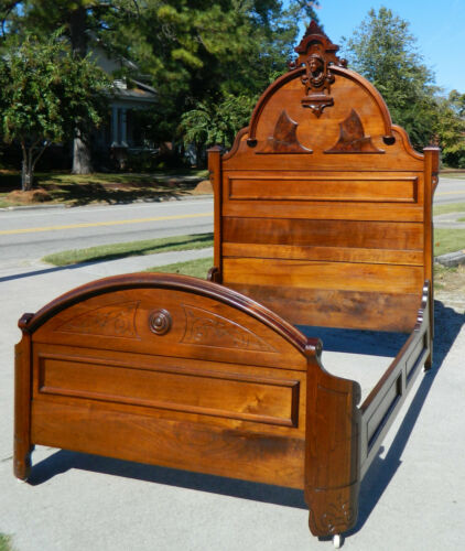 Fantastic Walnut Victorian Full Bed~~~with Columbus Head?