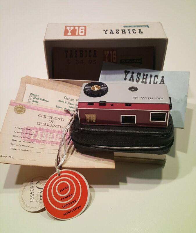 YASHICA Y16 VINTAGE SUBMINI CAMERA  BOXED SET - MINT