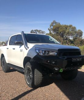 2018 Toyota hilux sr5 crystal pearl dual cab heaps of extras Port Augusta Port Augusta City Preview