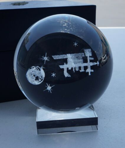 VINTAGE RUSSIAN SOVIET MIR SPACE STATION & EARTH PAPERWEIGHT DESK DISPLAY GLOBE