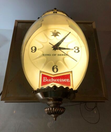 VTG 1960s ANHEUSER BUSCH BUDWEISER~BUBBLE LIGHTED~CLOCK~KING OF BEERS BAR SIGN