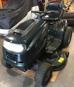 Yardworks 15.5 HP lawn tractor 42-in