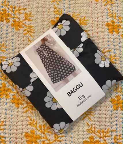 BAGGU BIG Market Daisy Flower Eco Recycled Nylon Laundry Storage Travel Bag