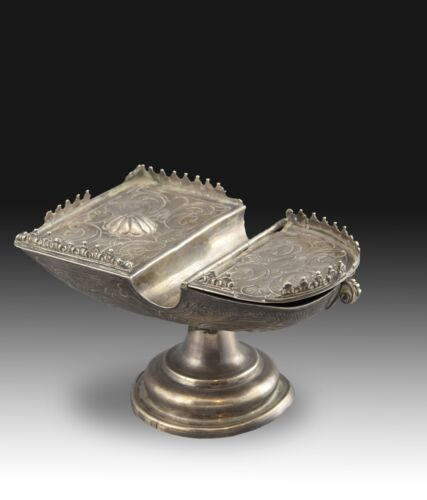 Silver incense boat (naviculae). With hallmarks. Spain, 18th century.