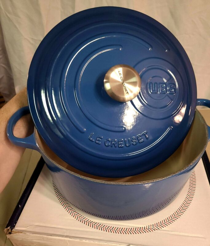 Le Creuset Chicago Cubs Cast Iron Round Dutch Oven - Cubs Blue - NEW