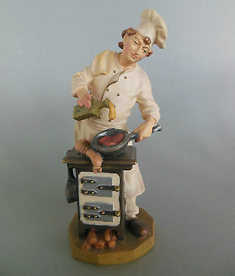 Koch Holzfigur ca. 17 cm hoch, geschnitzt, bemalt Gastwirt Küchenchef Prüfung