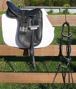 """17"""" WINTEC PRO DRESSAGE SADDLE PACKAGE Sorell Sorell Area Preview"""