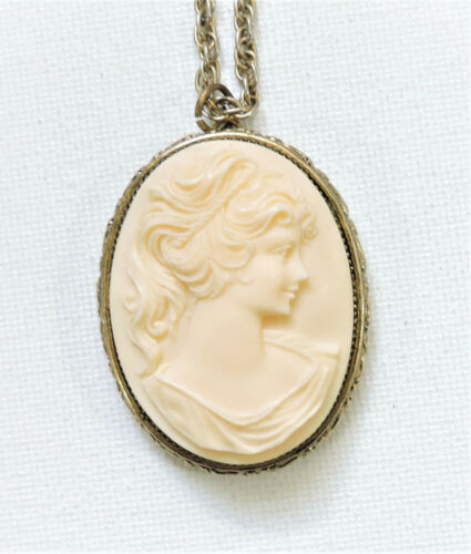 Vintage Cameo Pendant Necklace JN202046