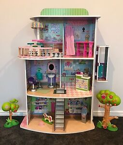 Doll shopping mall with accessories Upper Kedron Brisbane North West Preview