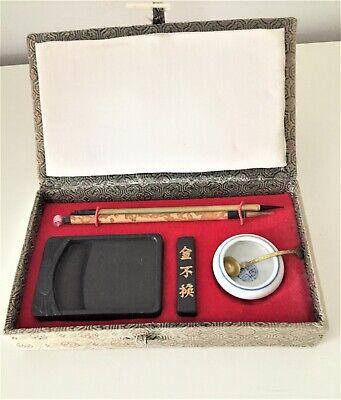 altes Kalligraphie Set Asien Holzschatulle mit Stoff bezogen unbenutzt /R8/2