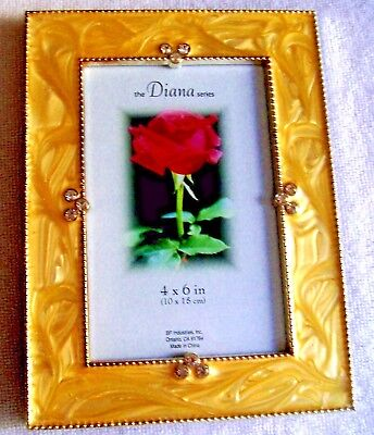 THE DIANA SERIES 4X6 INCH GOLDEN LAMINATED PHOTO FRAME WITH  CLEAR -