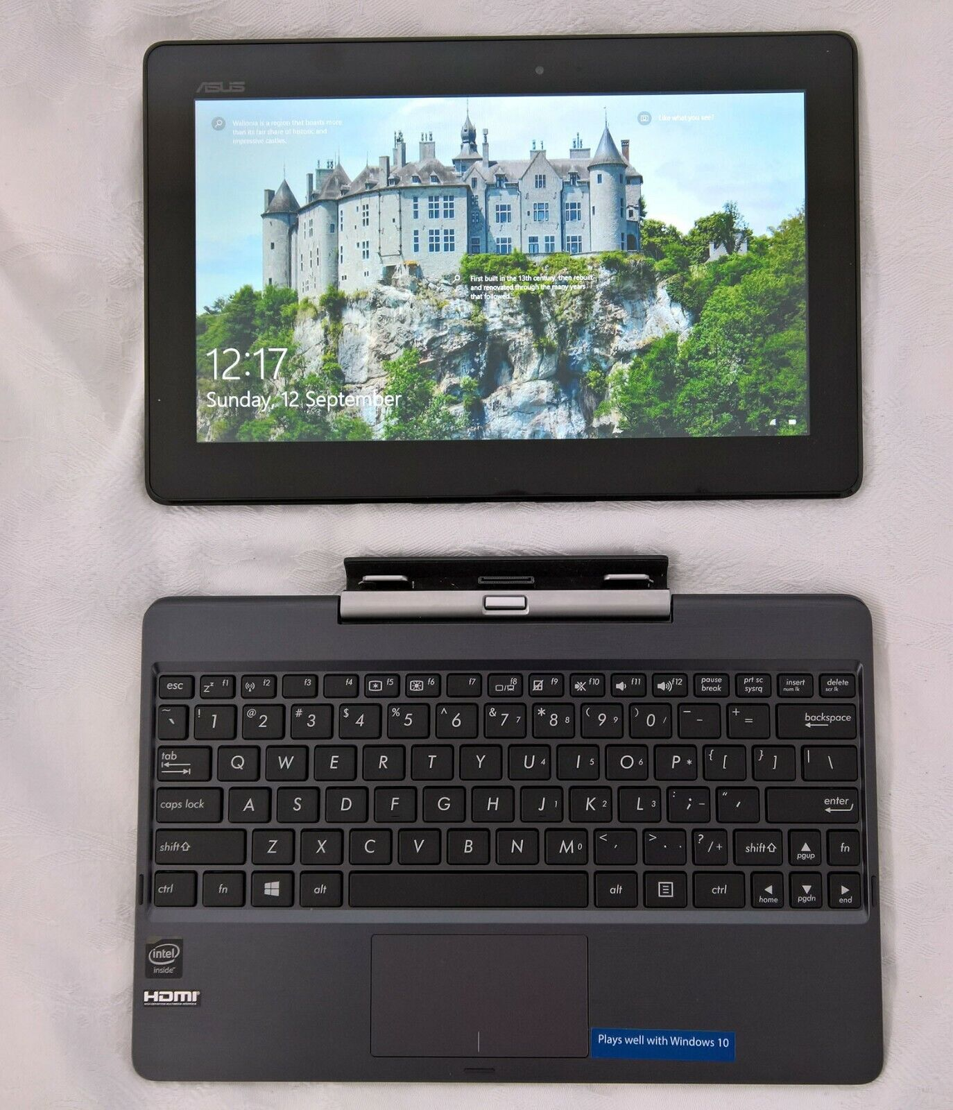 Laptop Windows - Asus t100 64gb Netbook, Windows 10, as-new condition, FREE case & 32Gb micro-sd