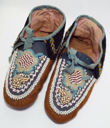 EARLY Antique NATIVE AMERICAN INDIAN GLASS BEADED Leather MOCCASINS Shoes