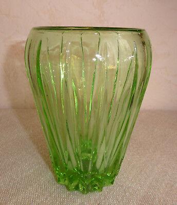 1 alte Glas Vase , grün ,Pressglas  (O-4010)