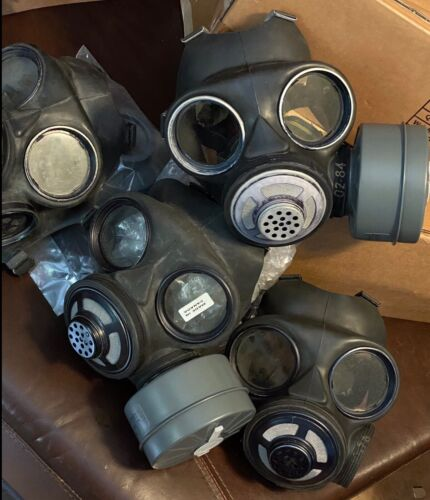 CANADIAN MILITARY GAS MASK VINTAGE