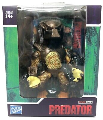 Predator City Hunter with Staff Skull Original Version | Loyal Subjects Figure - Skull Staff