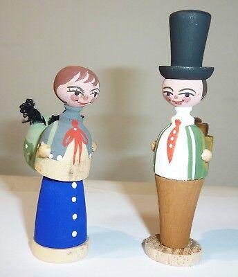 2 Holz Figuren Erzgebirge Frau mit Rucksack - Mann mit Holz korb und Zylinder