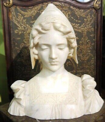 Sculpture Buste de jeune femme en marbre XIXème monogrammé