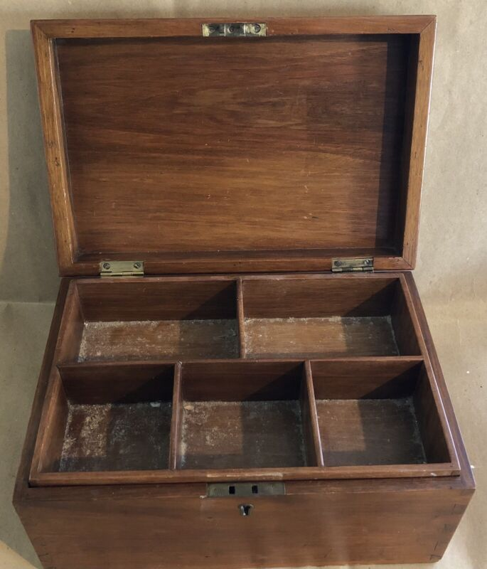 ANTIQUE SOLID WOOD JEWELLERY/SEWING BOX WITH INTERIOR FITTED TRAY