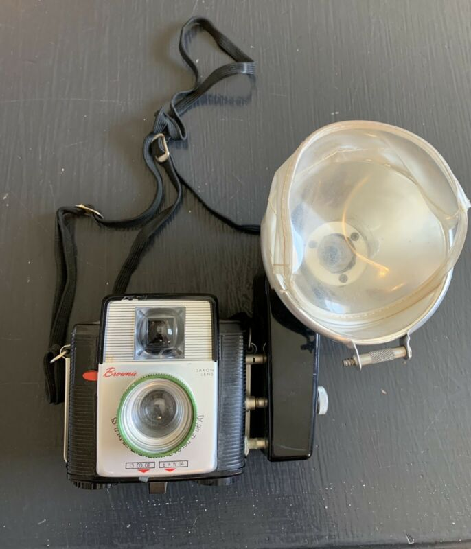 Vintage Kodak Brownie Starflex Camera w/ Kodalite Midget Flasholder