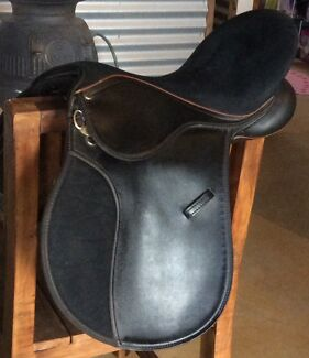Wintec All Purpose Saddle Chittering Chittering Area Preview