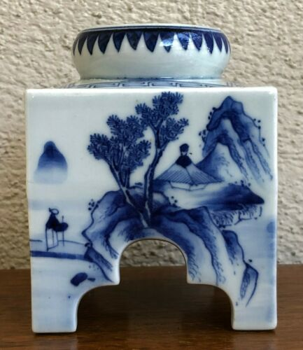 ANTIQUE JAPANESE BLUE AND WHITE RECTANGULAR PORCELAIN SAKE WARMER. MEIJI