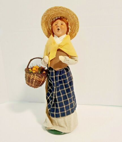Byers Choice 2006 Caroler Williamsburg Woman With Harvest Basket