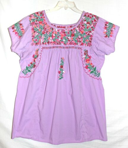 MEXICO Size L Lavender Embroidered Traditional Floral & Folk Figures S Slv Top