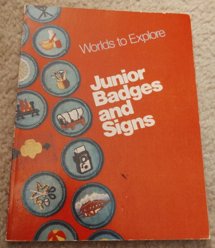 Vintage Girl Scouts Book Junior Badges & Signs Worlds to Explore 1977 Edition