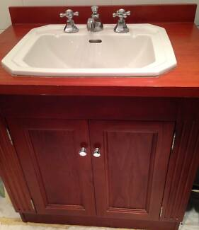 GORGEOUS SOLID TIMBER VANITY & TAPS 770W x 860H x 560D