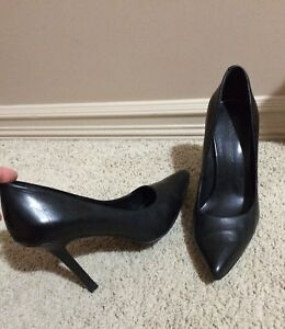 BCBG leather heel shoes.