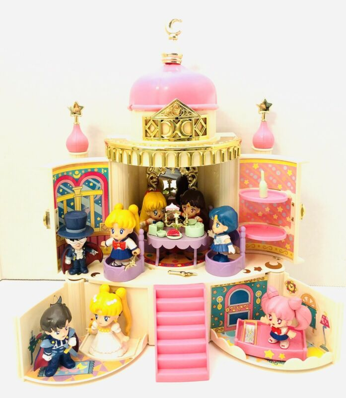1992 Vintage SAILOR MOON CASTLE BANDAI With 8 Characters RARE!
