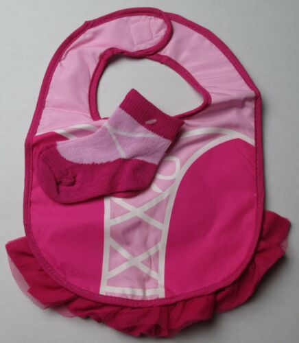 NWOT Infant Baby Girls One Size Pink Bib and Booties Set