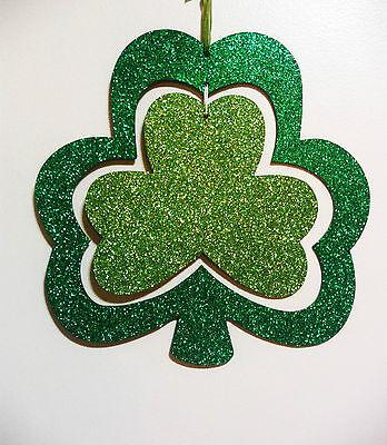 ST PATRICKS DAY 2 TONE SHAMROCK WALL HANGER W/ CENTER PIECE SHAMROCK](St Patricks Day Centerpieces)