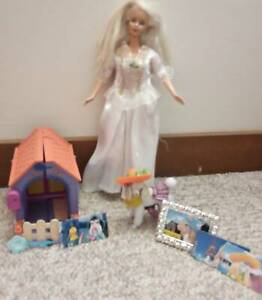BARBIE DOLL WITH MATTEL POODLE AND DOG KENNEL SET AND ACCESSORIES