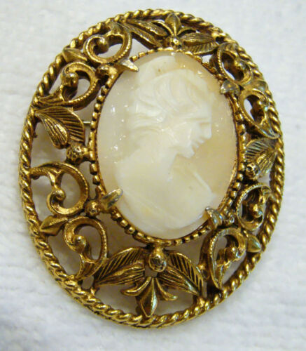 Vintage Florenza Carved Shell Cameo Victorian Revival Fleur-de-lis Brooch