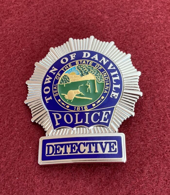OBSOLETE TOWN OF DANVILLE POLICE DETECTIVE INDIANA IN HENDRICKS HM EAGLE BADGE