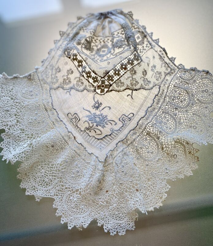 ANTIQUE IRISH CROCHET & EMBROIDERED FRENCH JABOT WITH LABEL