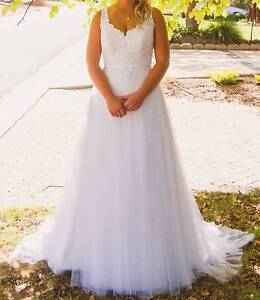 Wedding Dress + Veil - Ivory White - Perfect Condition Chisholm Tuggeranong Preview