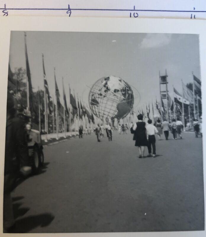 "5 Black & White snapshot photos of 1964-65 NEW YORK WORLD""s FAIR Queens New York"