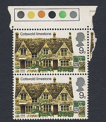 1970 - SG 816 (Vert Pair with Gutter & T/L's) - 9d - Cotswold Lime - MNH (1043)