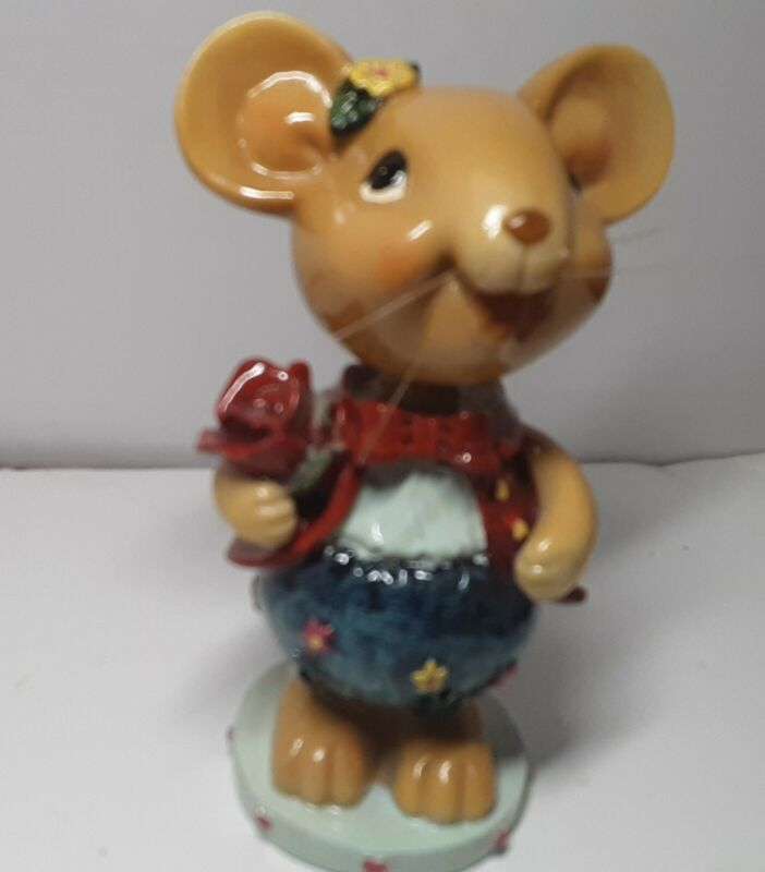 Bobblehead Mouse With Flowers Shakes and Shimmers
