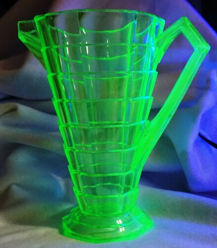 Vintage Indiana Green Uranium Vaseline Depression Glass Tea Room Pitcher !