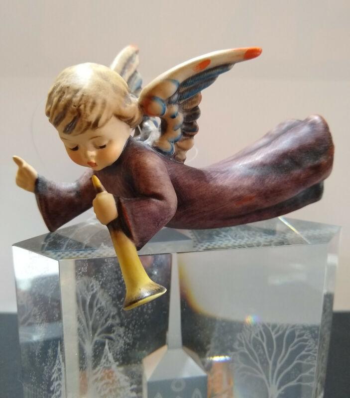 "GOEBEL HUMMEL NATIVITY FLYING ANGEL ORNAMENT FIGURINE #366 TRUMPET 3 3/4"" MINT"