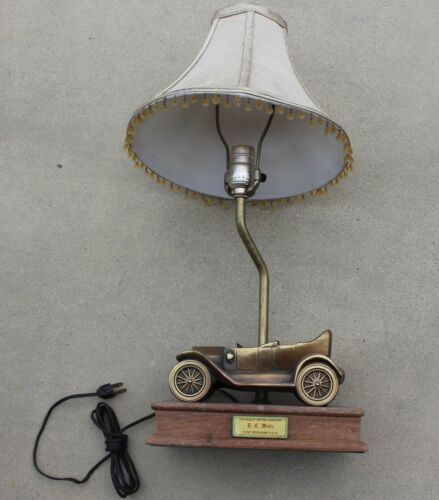 Very best Vintage Chevrolet Motor Company Employee Car Desk Table Lamp  YU92