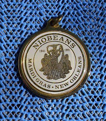 1991 NIOBEANS Mardi Gras looped badge / charm