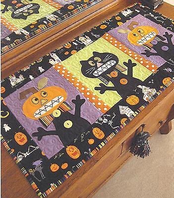 Halloween Table Runner Quilt Patterns (EEEEK! halloween table runner quilt pattern by Cleo and)
