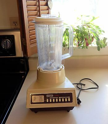 Vintage Waring 7-Speed Blender in Almond Color Still in Working Condition