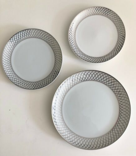 United Airlines Set of 3 Plates Platinum Scroll Pattern by Wessco